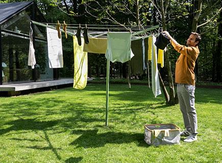 Un toque de frescura al secar la ropa fuera.