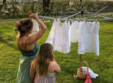 The ultimate spring feeling: drying the laundry outside.