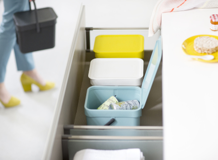 4 tips to make recycling easy-peasy.