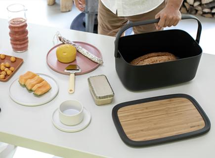 Brabantia présente sa nouvelle boîte à pain portable Nic.
